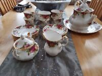 Royal Albert 'Old Country Roses' 22 Piece Tea Service