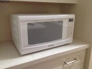 For Sale: Countertop Panasonic Genius Microwave