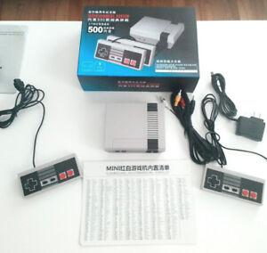 Nintendo mini classic avec 2 mannettes et 500 jeux intégrés