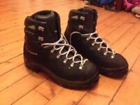 Men's Scarpa Walking Boots (size 45)