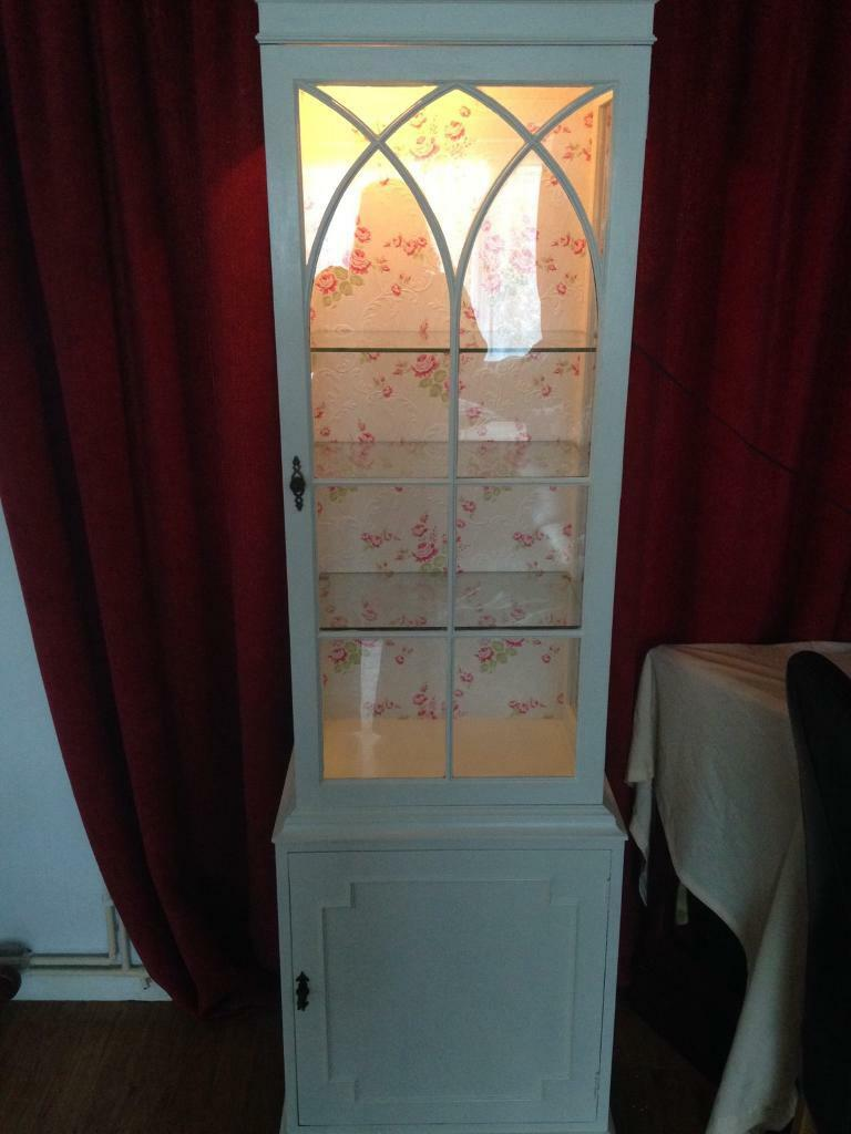 Re furbished display unitin Gravesend, KentGumtree - Beautiful white display unit, re furbished. Three glass shelves and door with key at bottom. Light on the inside of cabinet with plug