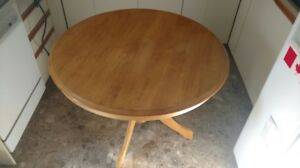 Table & 4 Chaises / Table & 4 chairs