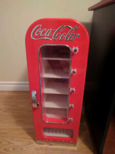 Wanted: Coca-Cola Retro 10 Can Mini Fridge *MINT*
