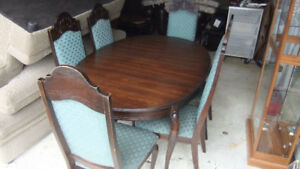 solid wood oval dining room table and 6 chairs solid wood