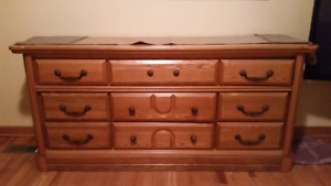 Set de chambre en chêne massif/Solid Oak Queen Bed Set
