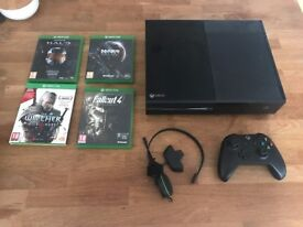 Xbox One Console + 4 Games