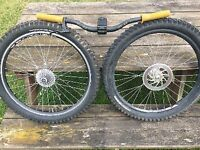 Pair of VUELTA wheels with Shimano cassette and set of bars