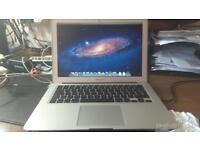 "MacBook Air 13.3"" - 1.8ghz Intel core i7, 4GB RAM, 256 SSD, + Apple SuperDrive"