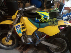 1991 rmx 250 1500$ come take her for a rip !! She hauls ass