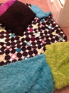 Twin bedding- great for dorm room!