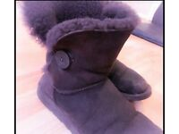 Ugg Australia Bailey Button 5803 fits size so 6/7. Only selling as full wardrobe