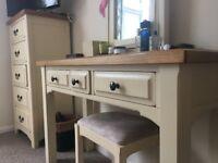 Lee Longlands Bedroom Furniture all solid OAK