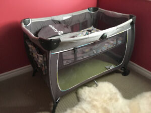 Safety 1st bed and play yard