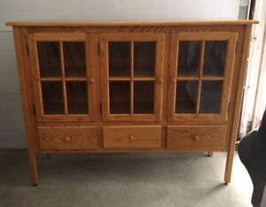 Solid Oak Display Cabinet/Hutch