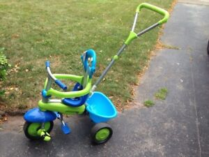 SmarTrike tricyle with handle for pushing child