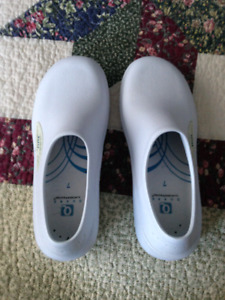 Quark Nursing Shoes