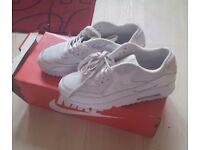 White Nike Air Max Size 6
