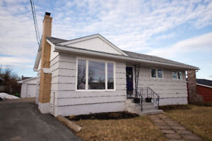 20 Estate Dr - Bright, spacious, and truly move - in ready!