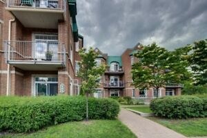 DORVAL SOUTH, 505 LAKESHORE, 2 BEDROOM CONDO FOR RENT WGARAGE