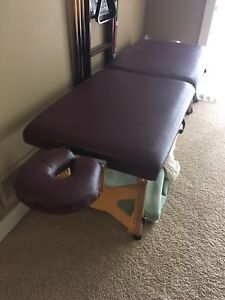 Massage table perfect shape with case