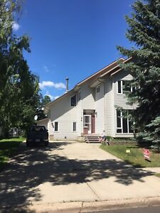 St. Albert Executive 4 Bedroom Home For Rent Available Now !