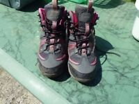Child walking boots size 3