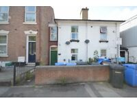 £860 to move in 2 double bed flat close to city centre garden seperate lounge plus 3rd box room