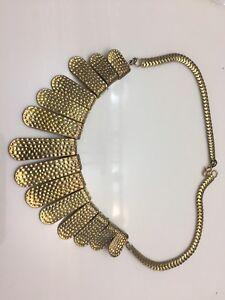 Multiple jewellery pieces