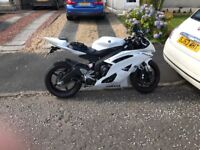 Yamaha r6 2011 white low milage