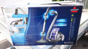 Aspirateur bissell comme neuf peu servi
