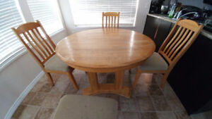 Solid oak table w\ leaf and 4 chairs