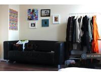 4 bedroom flat in Barnes House, Camden Town, NW1 (4 bed)
