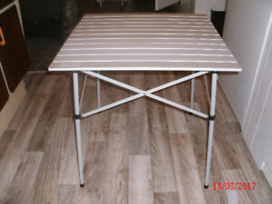 TABLE POUR CAMPING COLEMAN