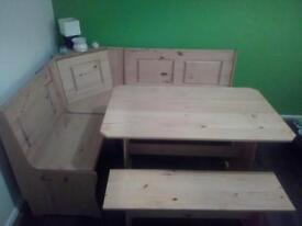 Pine corner table An benches