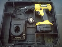 DEWALT DC 728 14.4V DRILL SCREWGUN WITH CASE EXCELLENT BATTERY AND CHARGER