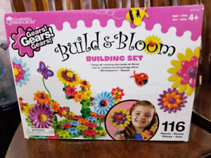 Gears Build n' Bloom Building Set Toy
