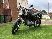 YAMAHA YBR125 - Excellent Condition. 12 months MOT. NEW TYRES, EXHAUST, CHAIN & SPROCKETS. TOP BOX.