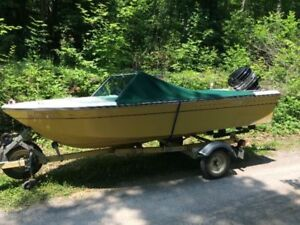 Classic '71 Grew Speedboat with 50 HP Mercury ('77) with Trailer