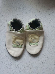 Robeez 18-24 month Bears shoes