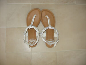Size 6 Girls Sandals - Call it Spring