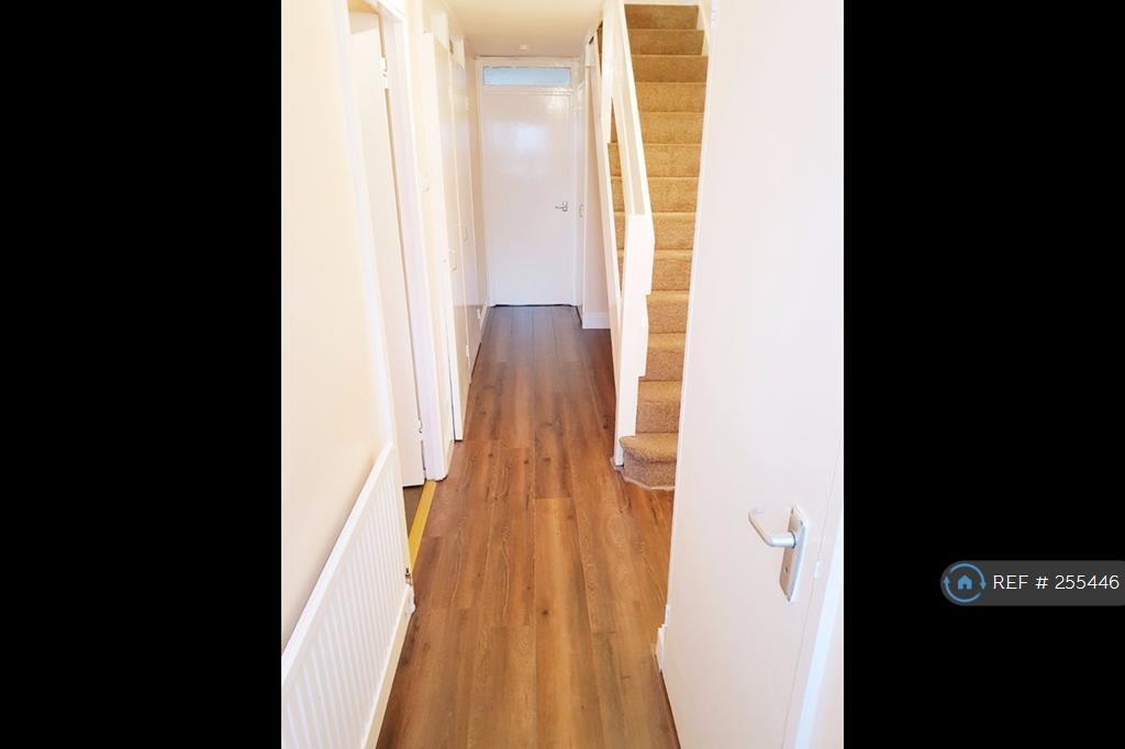 3 bedroom flat in Stratford, London, E15 (3 bed)