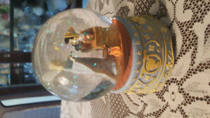 Pinocchio musical water GLOBE very collectable