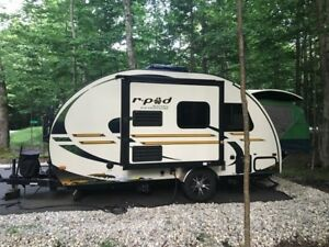 2013 RPOD 176T  WITH A SLIDE OUT AND SLEEP 6