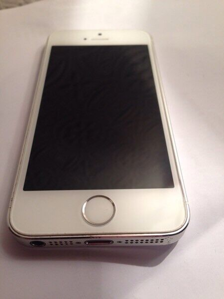 Apple iPhone 5s Immaculate condin AberdeenGumtree - Apple iPhone 5s Silver, 16Gb vodaphone PAYG network, (vod is free to unlock) Boxed with Charger & USB cable for connection to PC etc. Immaculate condition Beautiful iPhone in silver, Fast processor, runs same software as 6, great iphone must be seen....