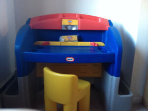 Little Tikes Childrens Art Desk (with FREE Elmo chair)