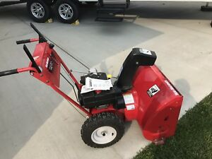 "Self propelled snow blower 28"" 10hp"