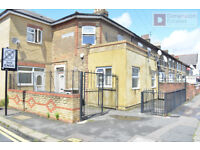 Modern spacious Three bedroom first floor flat + communal garden on Boundary Road, Walthamstow E17!!