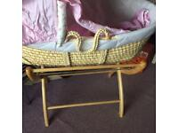 Moses Basket and Stand Izzywotnot