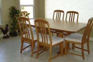Pristine Solid Oak Table & 6 Chairs