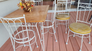 Patio set by Hauser